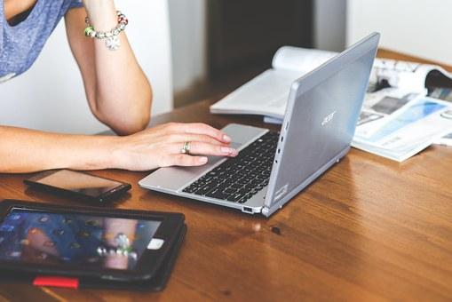 Contractele de credit încheiate online sunt titluri executorii nesemnate